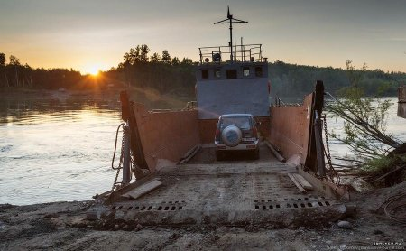 Для паромных переправ через реку Камчатка приобретут новые самоходные баржи